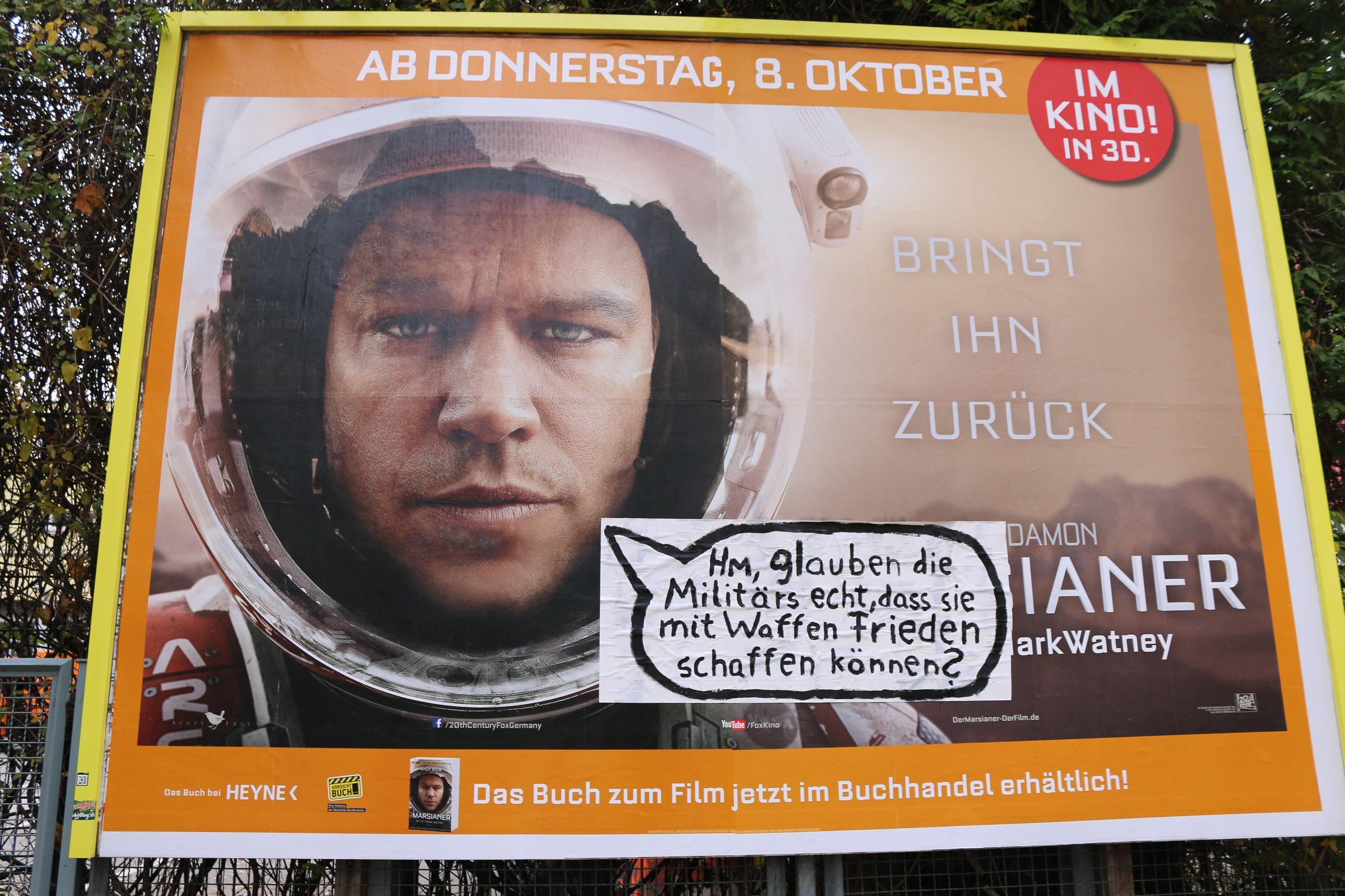 Adbusting in Berlin gegen Militär