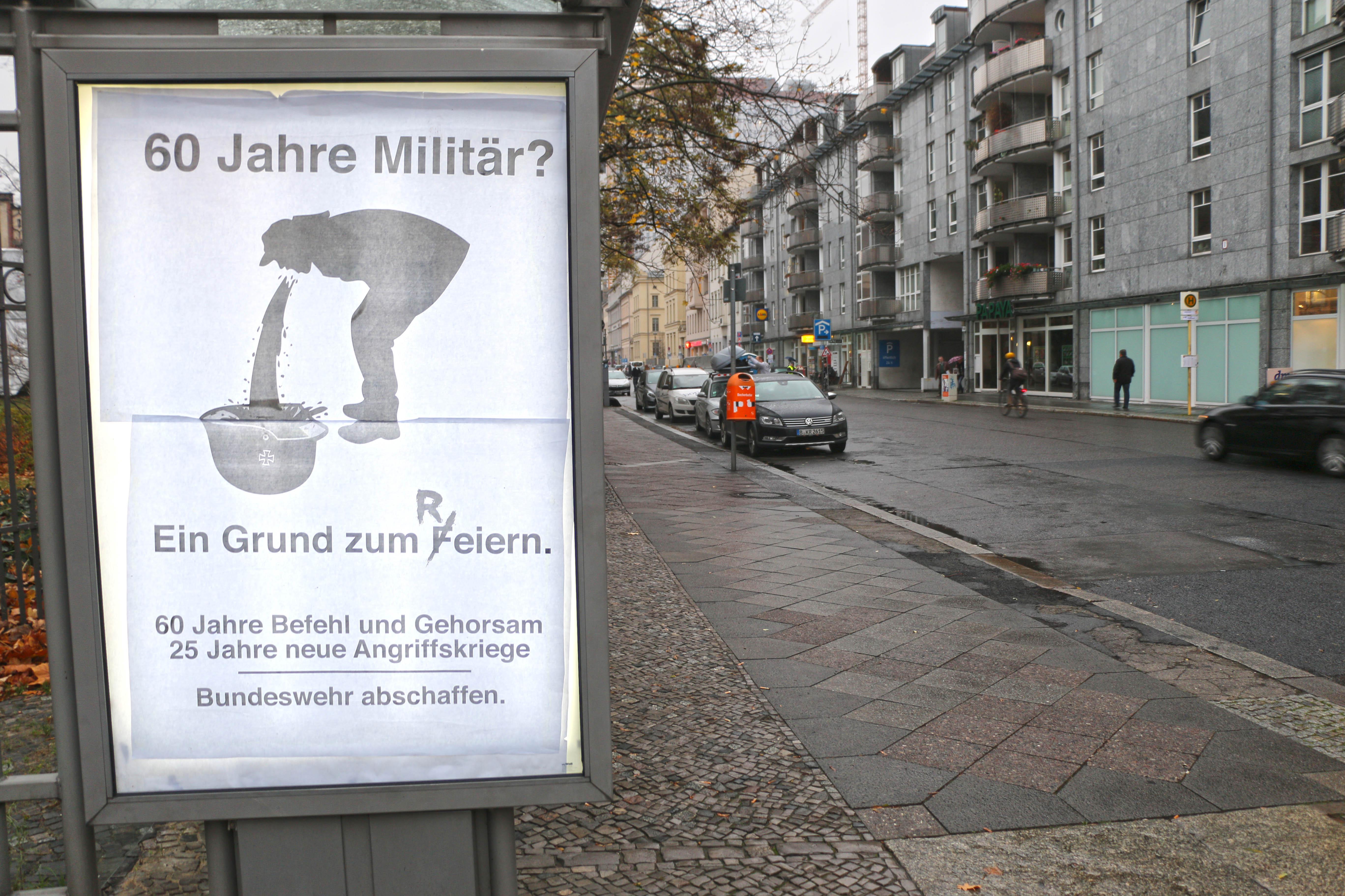 Adbusting im November 2015 zum Zapfenstreich am Reichstag