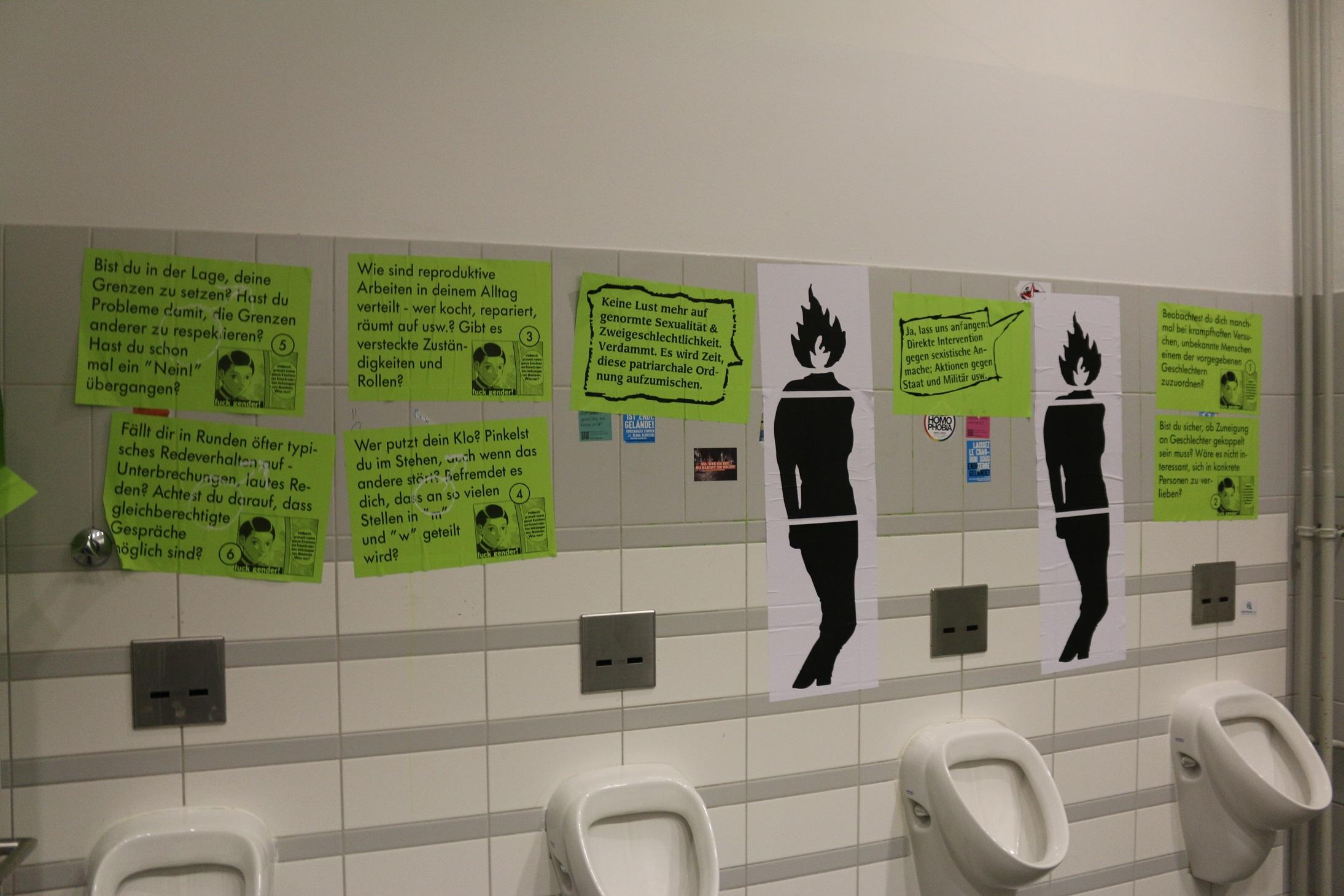 Gender-Trouble-Ausstellung in den Nasszellen im SoWi-Institut an der HU Berlin