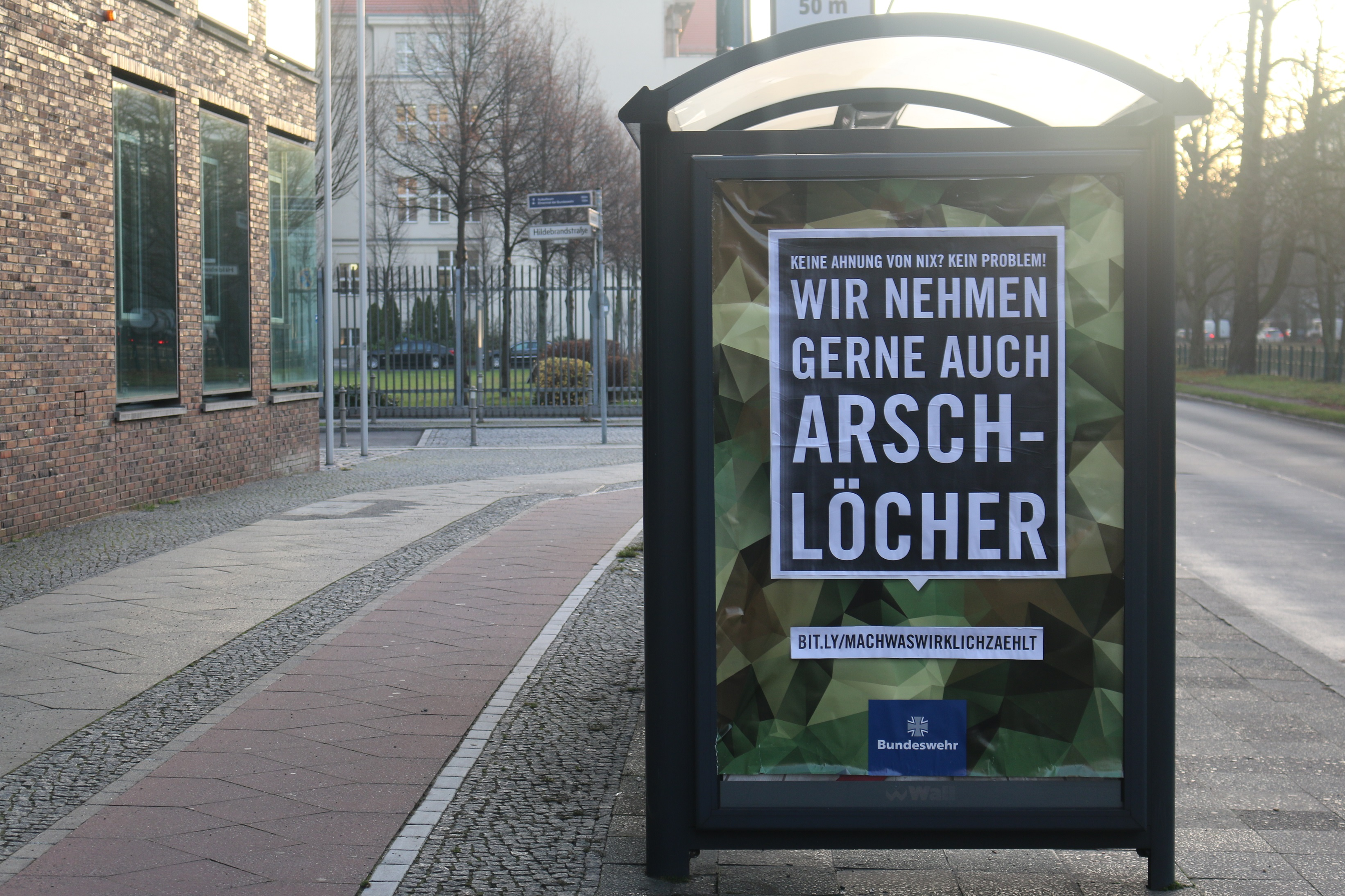 Bundeswehr-Adbusting vorm Kriegsministerium
