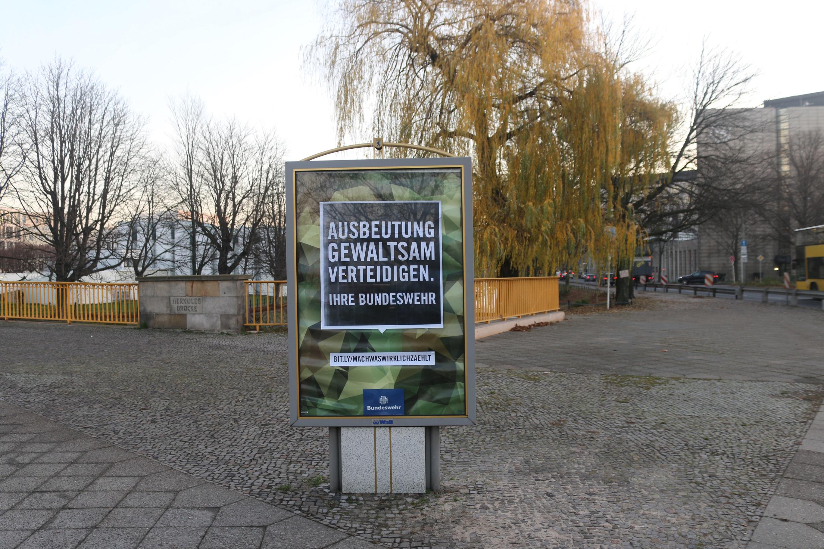 Bundeswehr-Adbusting am Lützowufer