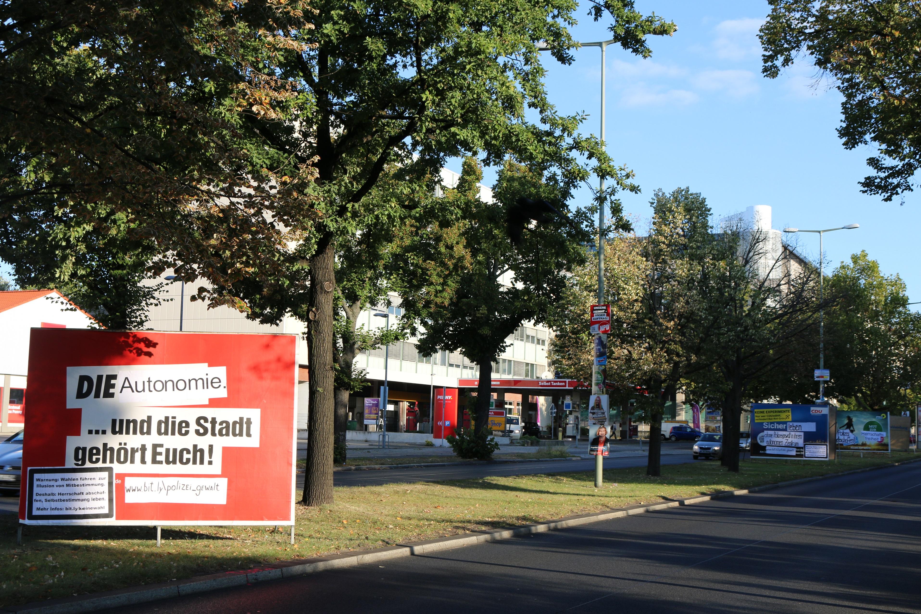 Adbusting-Aktion beim Berliner Polizeipräsidenten