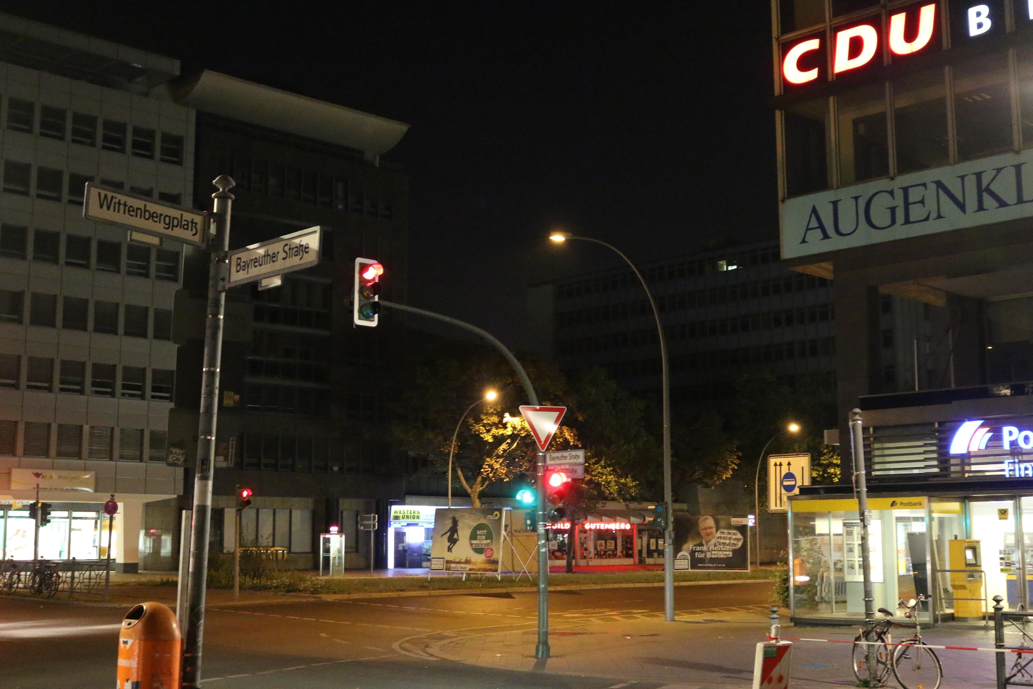 Adbustings vor der CDU-Zentrale am Wittenbergplatz
