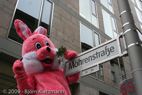 Pink Rabbit 2009: Straßentheater und Sachbeschädigung vor laufender Kamera