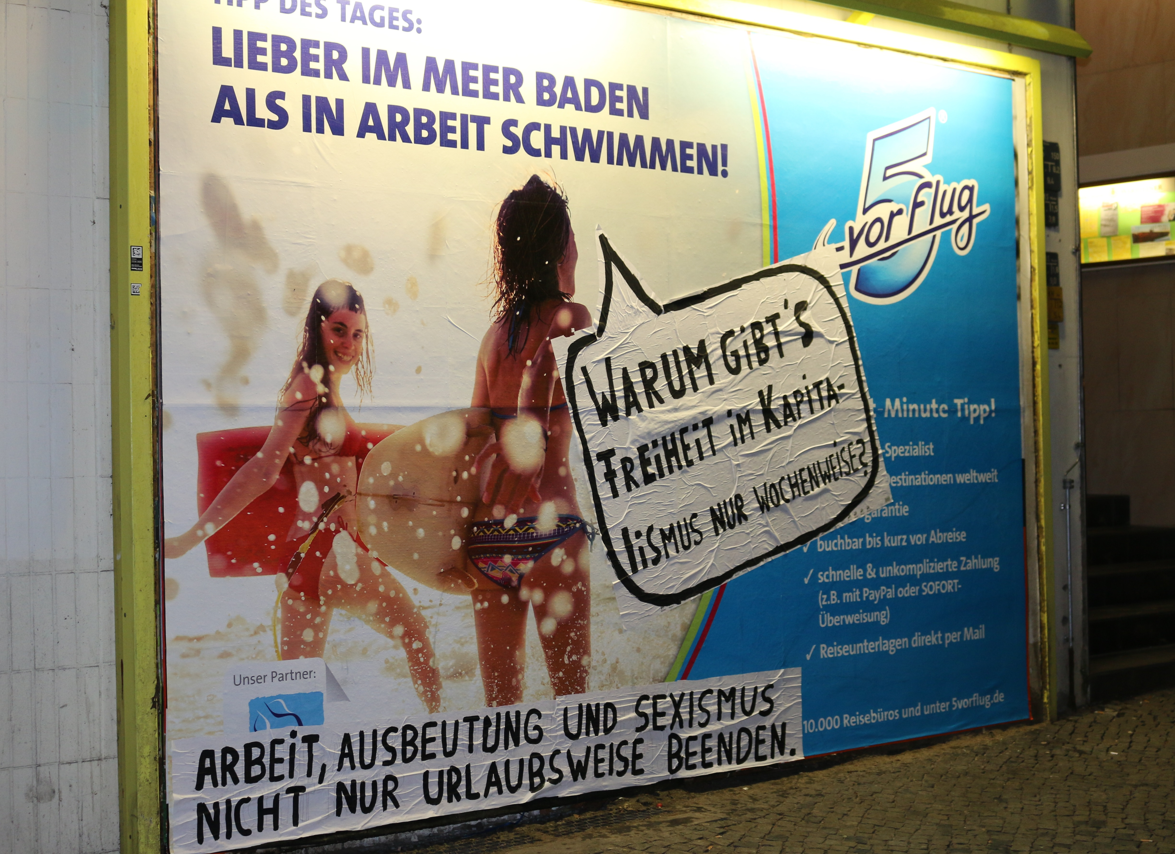 Adbusting zu Sexismus am Bahnhof Halensee