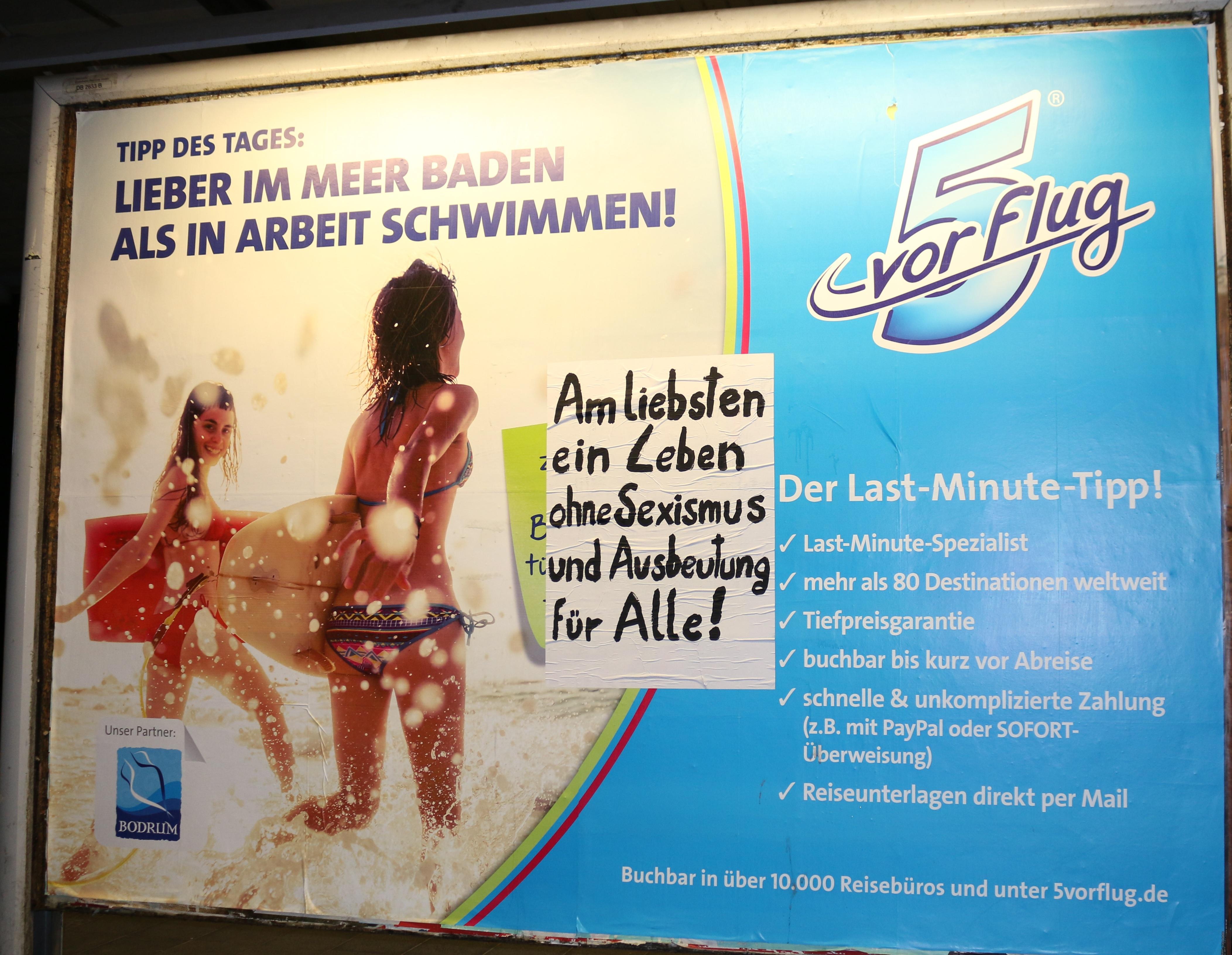 Adbusting zu Seximus am Bahnhof Tempelhof