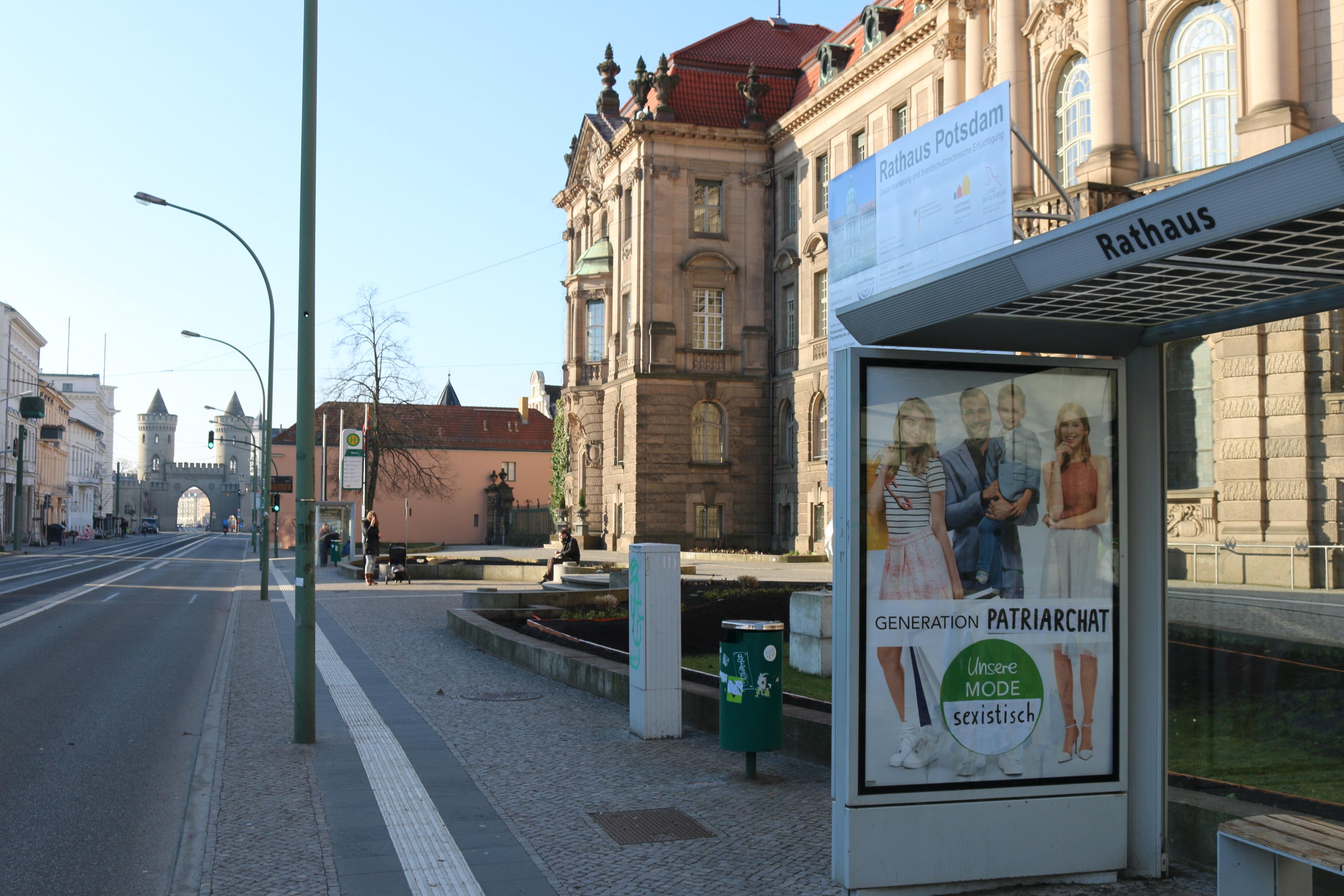Adbusting am Potsdamer Rathaus