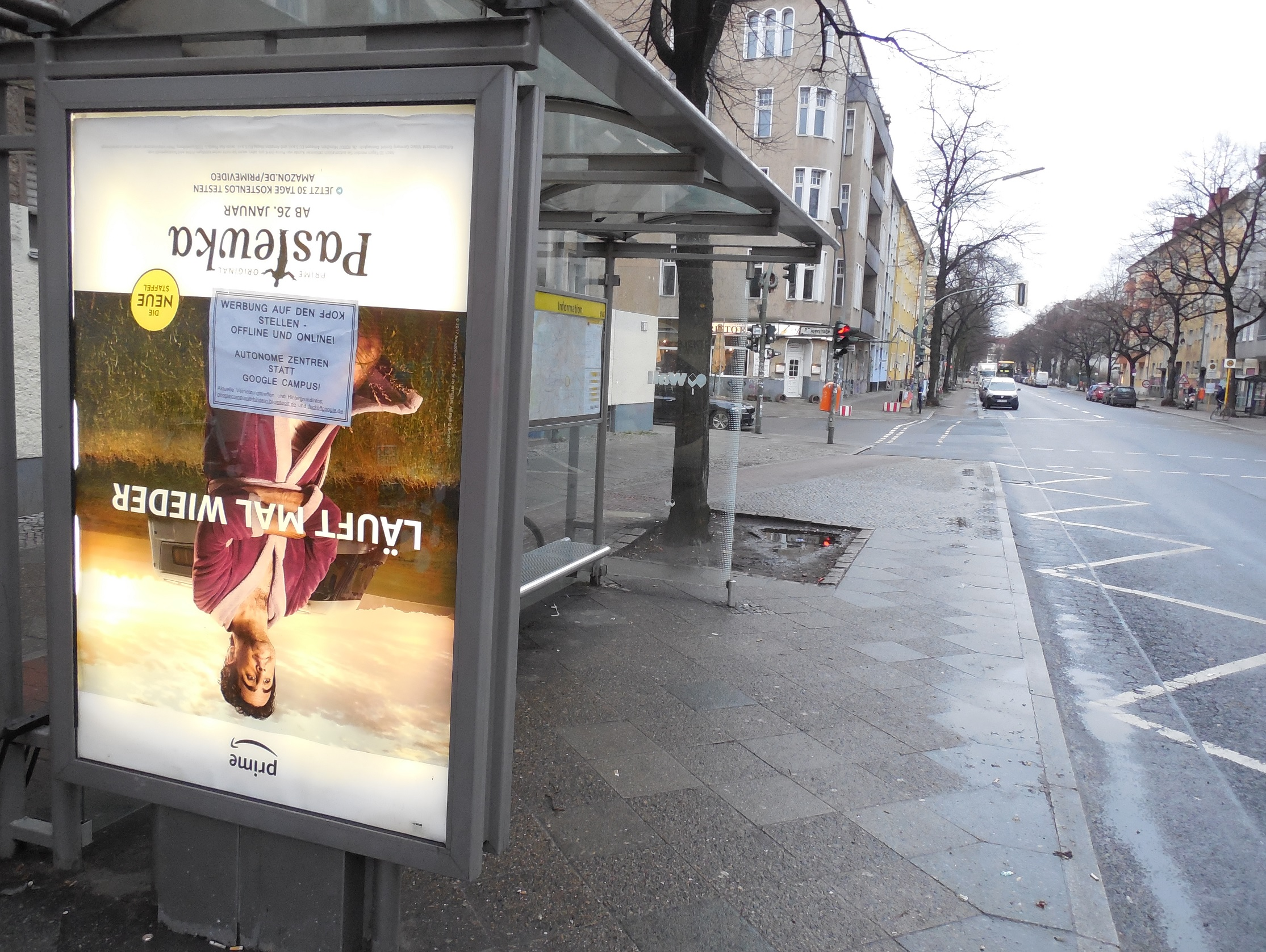 Adbusting Werbung auf den Kopf stellen am Google-Campus