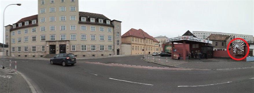 Adbusting gegenüber dem Polizeirevier von Dessau