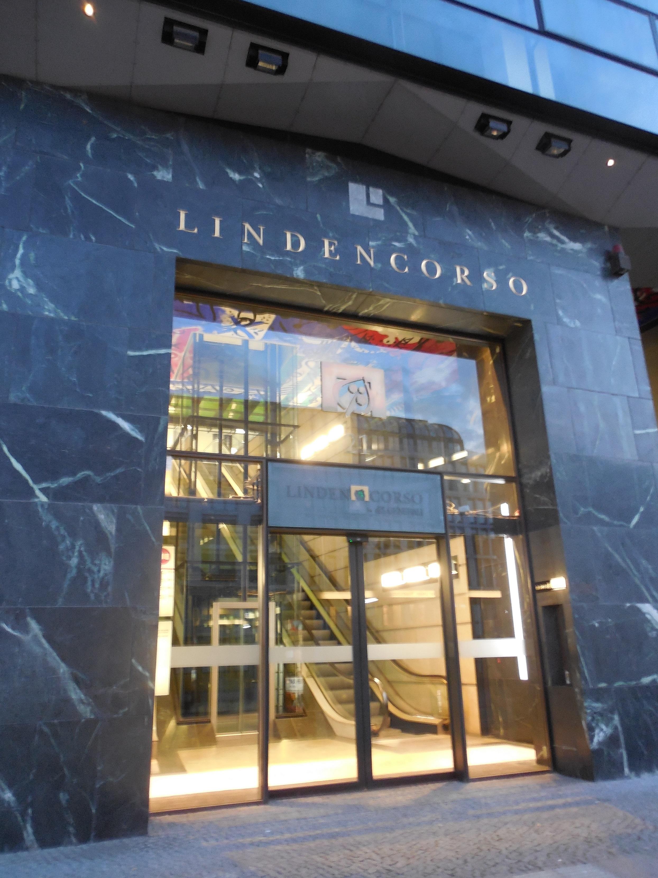 Der Lindencorso Ecke Unter den Linden/Friedrichstraße, wo der Militärlobbyclub logiert