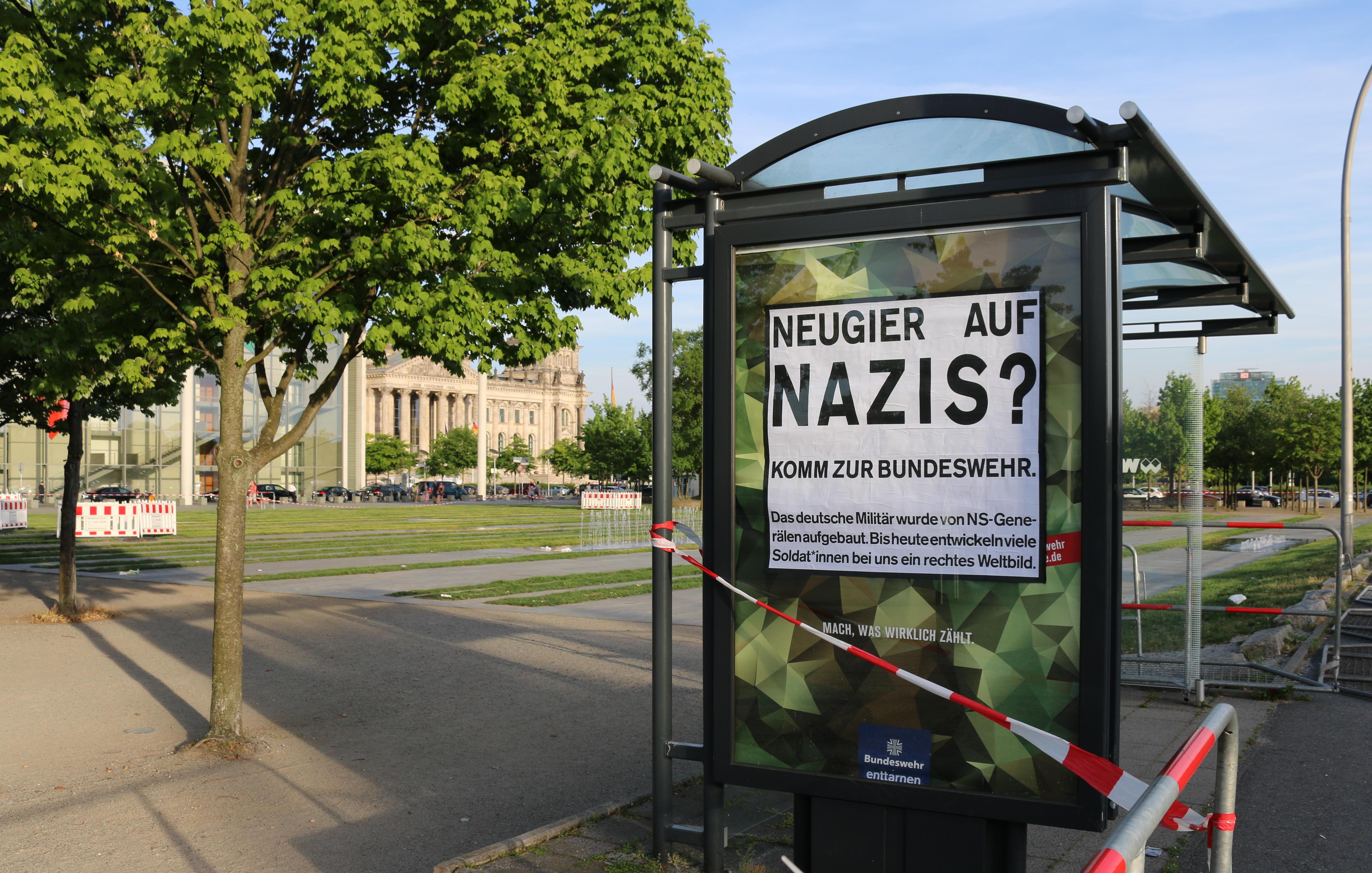 Bundeswehr-Adbusting zwischen Bundestag und Kanzlerinnenamt