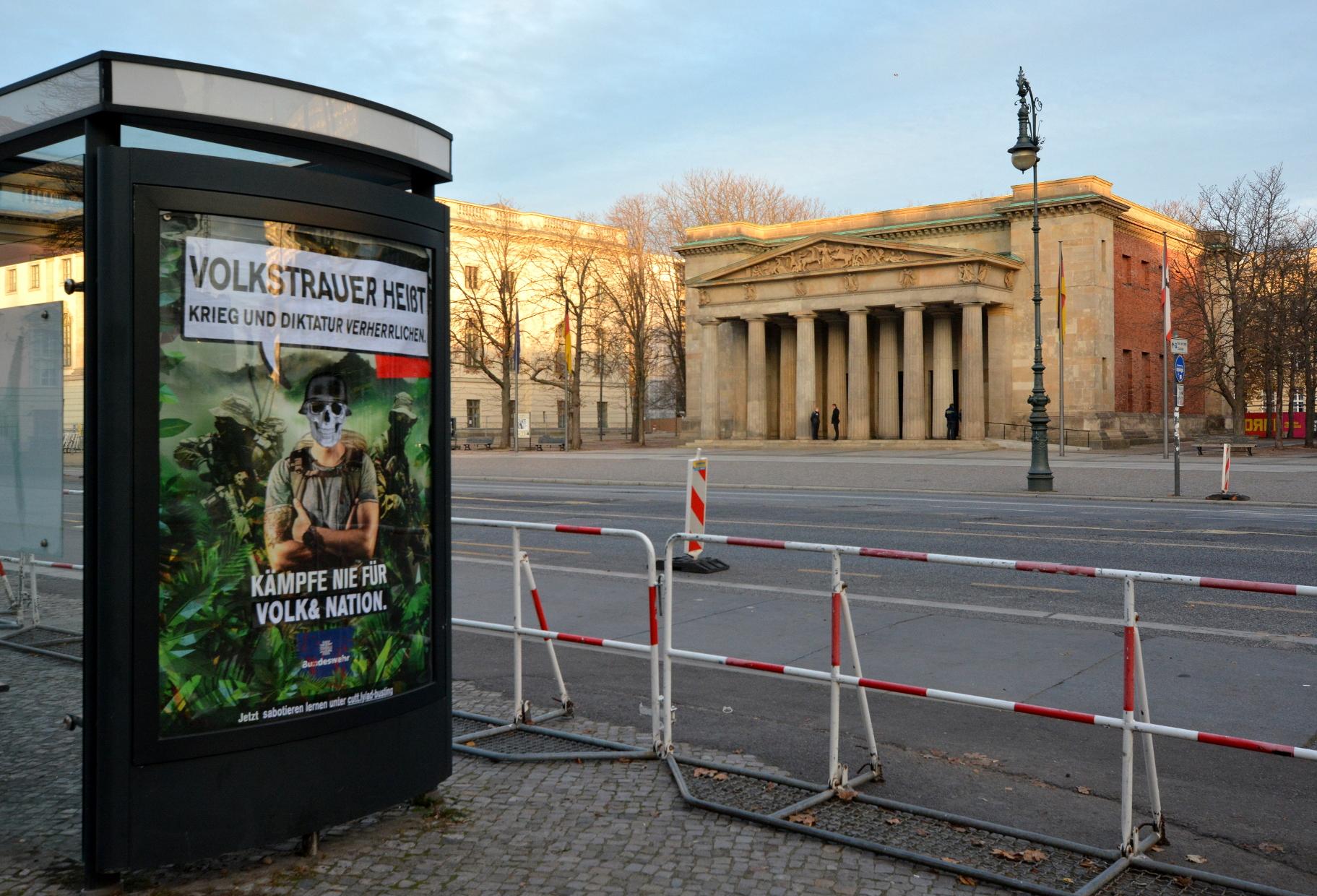 Adbustings zum Volkstrauertag an der Neuen Wache in Berlin